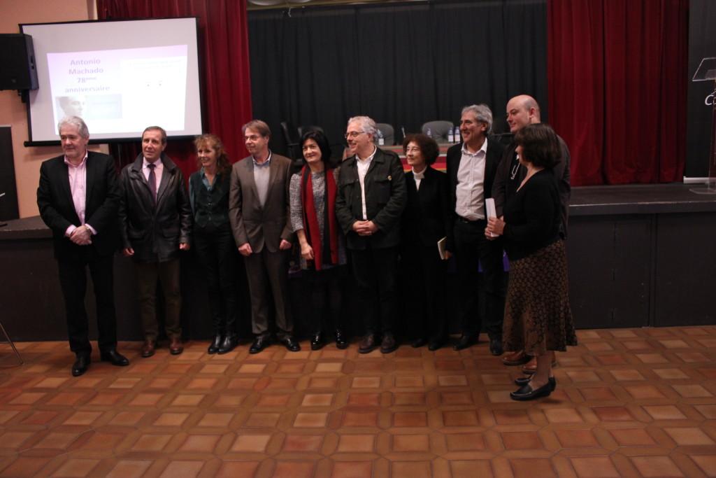 Pilar Zapata Bosch entourée des membres du jury et des édiles