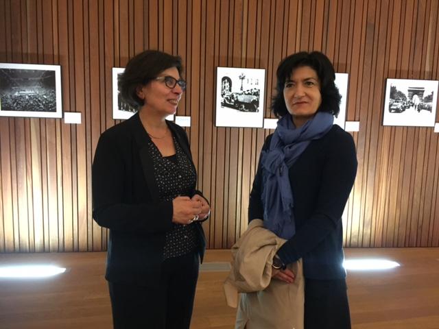 Au Mémorial  de Rivesaltes Madame Françoise Roux , administratrice du mémorial et Madame Joëlle Santa Garcia , présidente de la FAM.