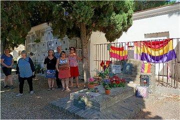 L'Association Ami entends-tu sur la tombe d'Antonio Machado le 8 juillet